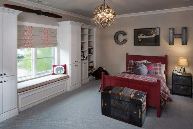 Boys room with seamed Roman shades